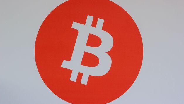 Bitcoin логотип фото unsplah